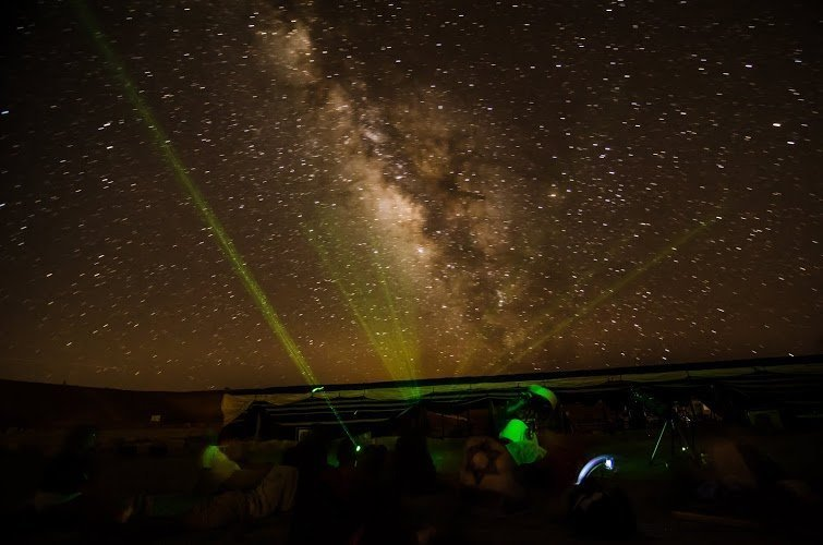 תצפית כוכבים בלב מכתש רמון, צילם עומר דובובסקי
