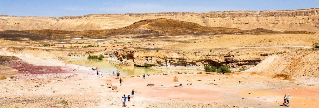אגם באתר החול הצבעוני במכתש רמון