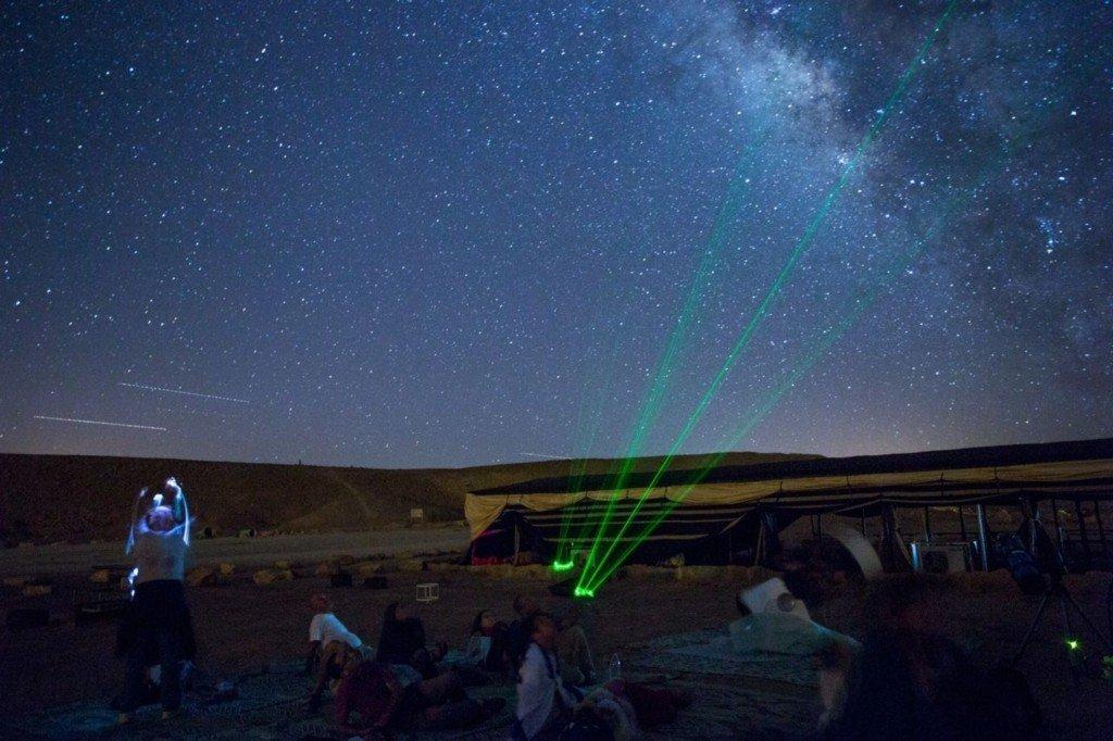 צפיה בכוכבים במכתש רמון - צילם: עזרי קידר